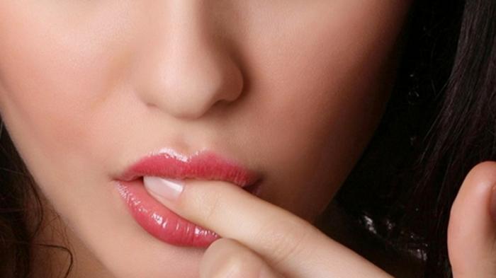 Untuk Wanita Ingin Bibir Merah Tanpa Lipstik? Simak Ini!